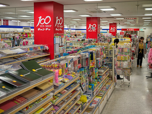 100 yen store