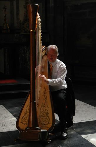harpist in Sint Baaf Kathedraal (Ghent, Belgium)