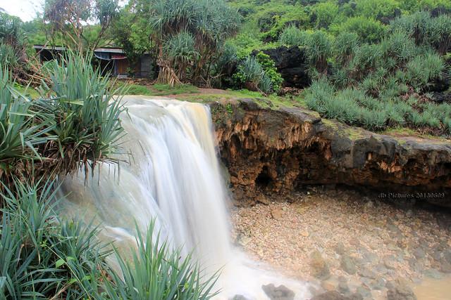 Njogan Beach Waterfall