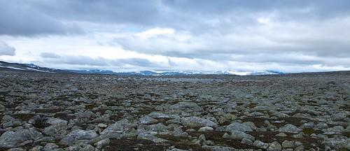 A field of rocks between Lønstinden and Steindalstinden