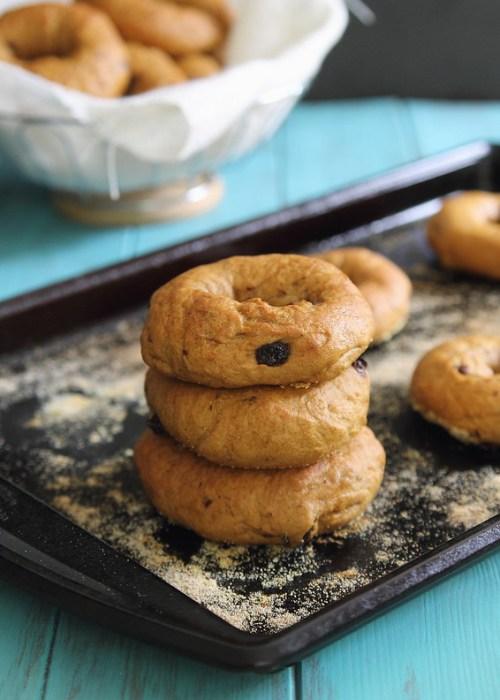 Pumpkin raisin bagels | runningtothekitchen.com