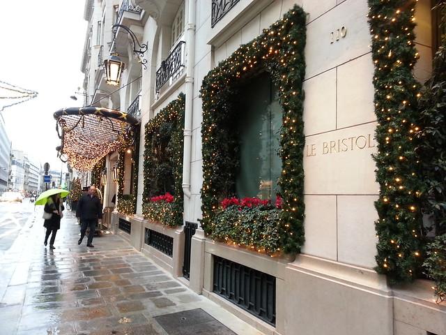 Chocolat chaud au Bristol, Paris