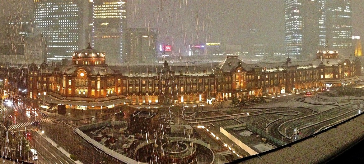 Tokyo Station panorama shot in the snow