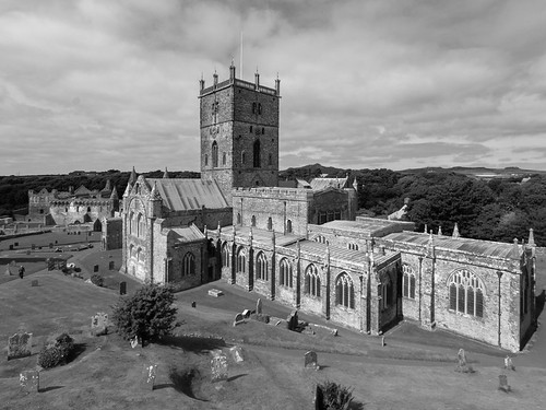 St David's Cathedral (B&W)