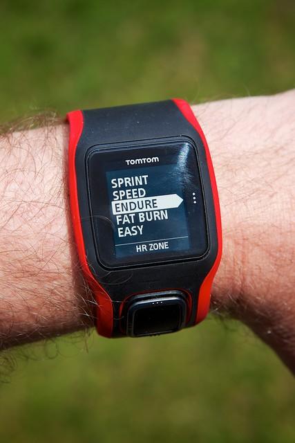 Trainen binnen een vooropgestelde hartslagzone is gewoonweg een instelling op de TomTom Multi-Sport Cardio