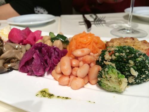 野菜の前菜10種類程の盛り合わせ@カルネヤサノマンズ