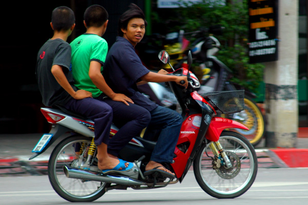 Tres en moto