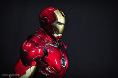 Hot Toys Iron Man 2 - Suit-Up Gantry with Mk IV Review MMS160 Unboxing - day1 (37)