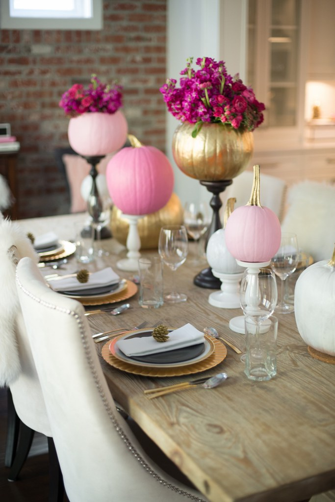 pink and gold holiday table decor
