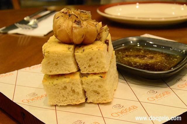 garlic bread, balsamic vinegar & olive oil