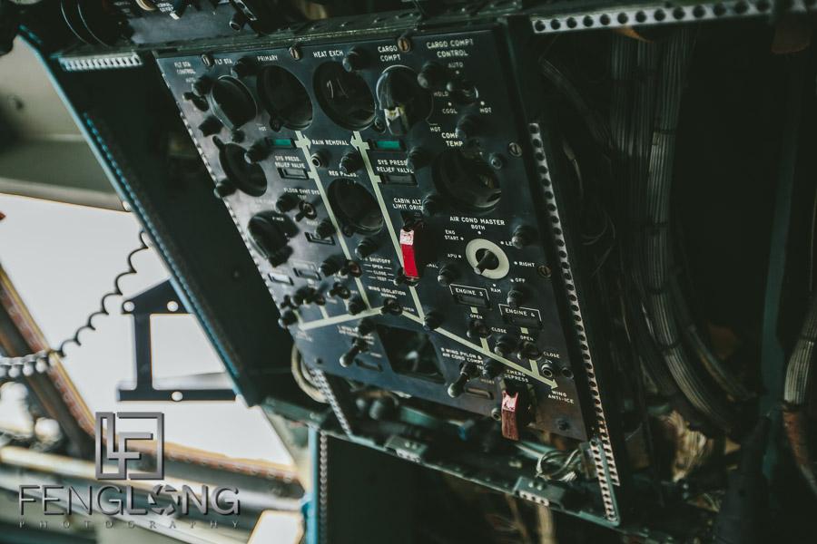 Airplane cockpit controls