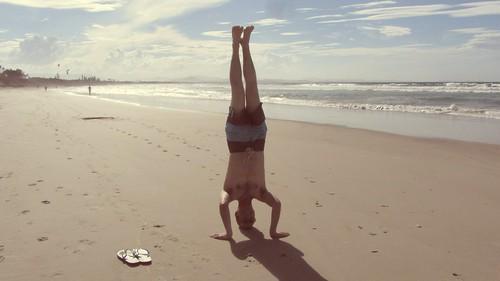 36. byron bay headstand