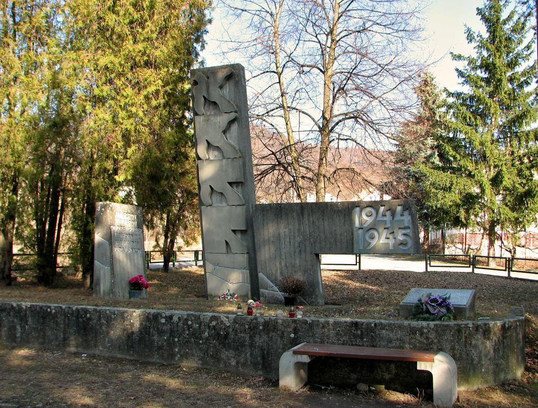 Pamätník SNP v S. Plachtinciach