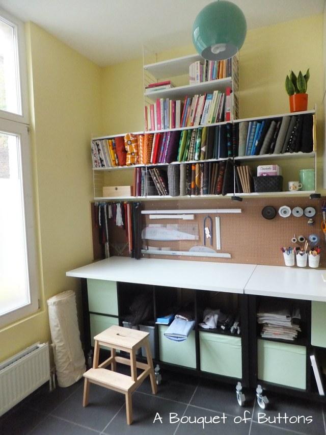 Sewing Studio space room Lieke,gaatjesplaat, gaatjesboard, gaatjesbord, pegboard, naaikamer, naaien, A Bouquet of Buttons, stoffen