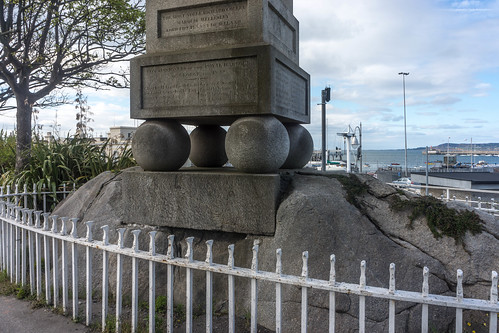 Dun Laoghaire - Monument Marking The Visit Of King George IV in 1821 by infomatique