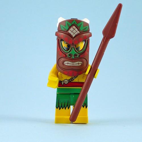 71002 LEGO Minifigures Series 11 05 Island Warrior 06