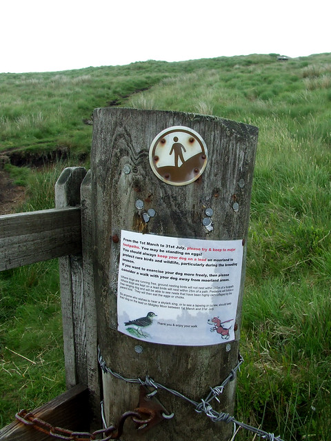 keep-dog-on-leash sign