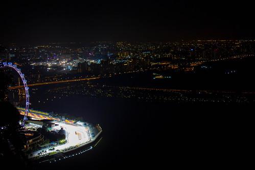 Una curva del circuito de la f1 y la ciudad