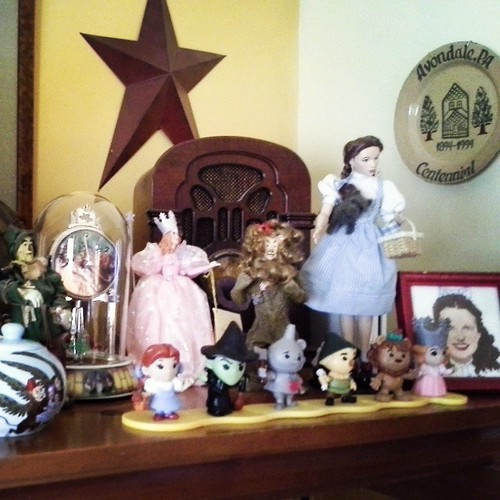 Set up my little Wizard of Oz collection in the family room as Sean gave me an WOZ domed clock as a Christmas gift last year and I wanted to hightlight it this year. #DecemberDaily
