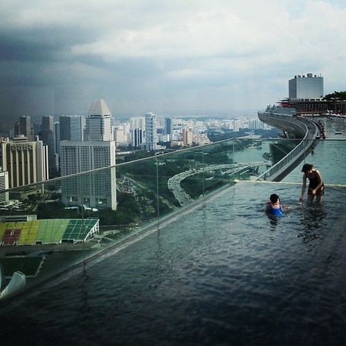 The pool at Marina Bay Sands #singapore by @MySoDotCom