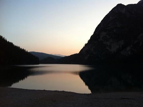 Pragser Wildsee in der Morgendämmerung