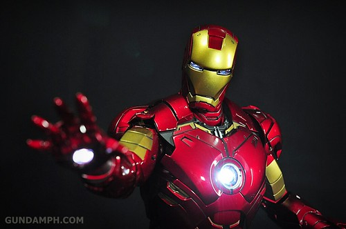 Hot Toys Iron Man 2 - Suit-Up Gantry with Mk IV Review MMS160 Unboxing - day1 (42)