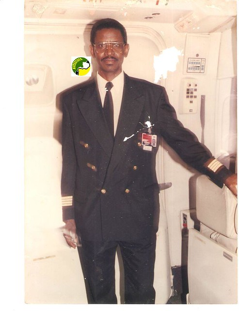 Brahim Ould Boihy dans sa tenue de commandant de bord