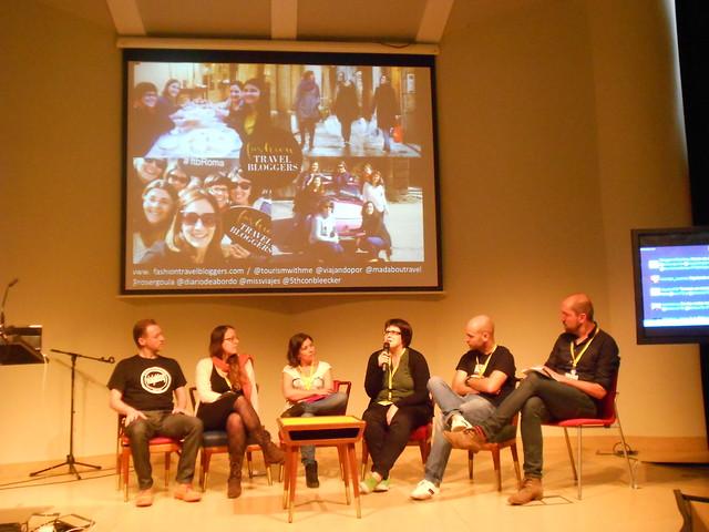 Meritxell presentando a la asociación Fashion Travel Bloggers en el mesa de asociaciones