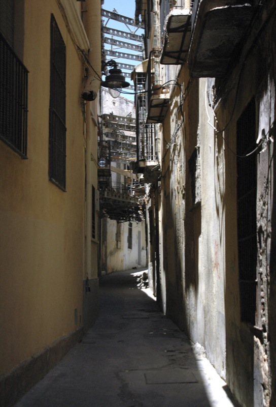 Calle estrecha en el casco antiguo de Málaga. Autor, HollywoodPimp