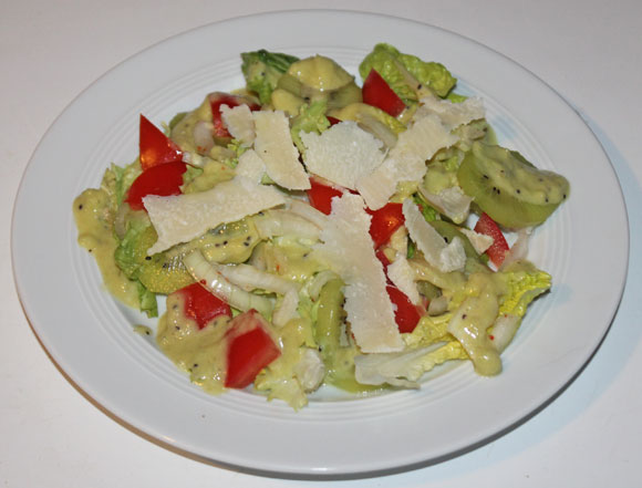 Salat mit Kiwi-Salatsauce
