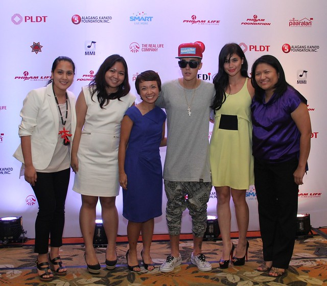 The Smart Postpaid Team and endorser Anne Curtis thanked Justin Bieber for extending his help to Yolanda-stricken areas in the Philippines