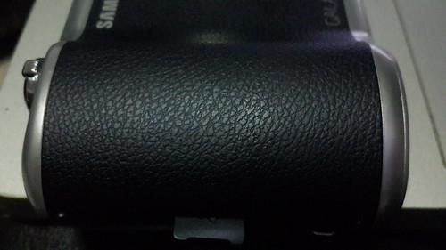พื้นผิวของ Samsung Galaxy Camera 2 ก็ใช้หลักการเดียวกับ Faux Leather บน Samsung Galaxy Note 3