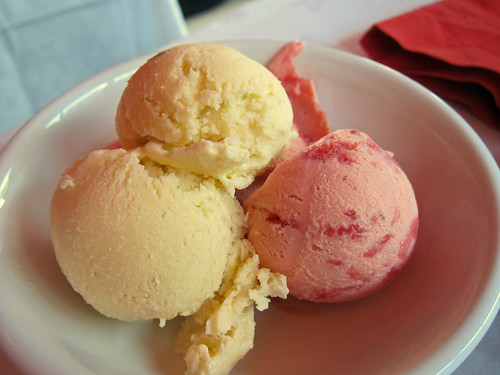 Rosemary and Strawberry Ice Creams (Helados)