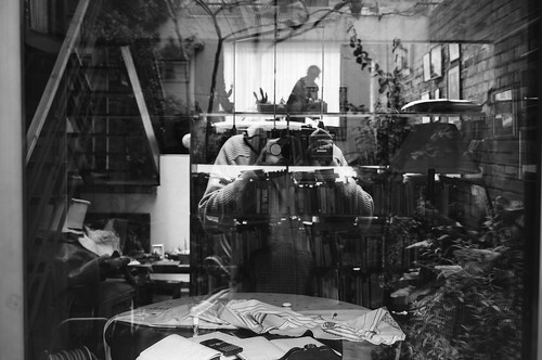 autoretrato 6 x 9 difusión confusa en tiempos de caos y orden by Felipe Cardenas-Tamara