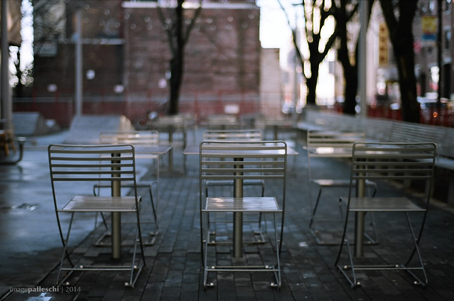 the Chinese gentlemen's chairs without snow
