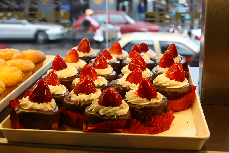 Le Caroz Chocolate Strawberry Cakes