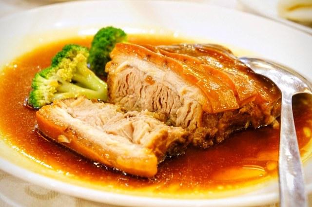 切好的東坡肉,三層肉,上層的油花其實不油膩....