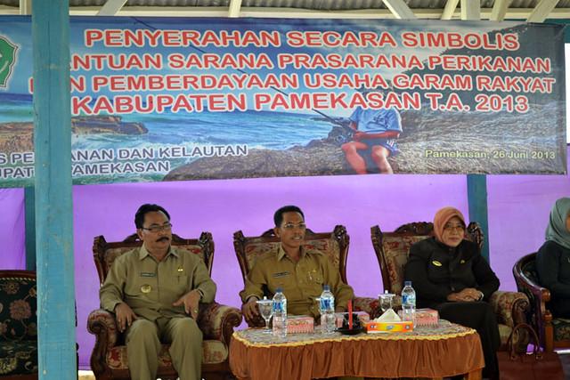 Foto Penyerahan Simbolis Bantuan Kepada Nelayan