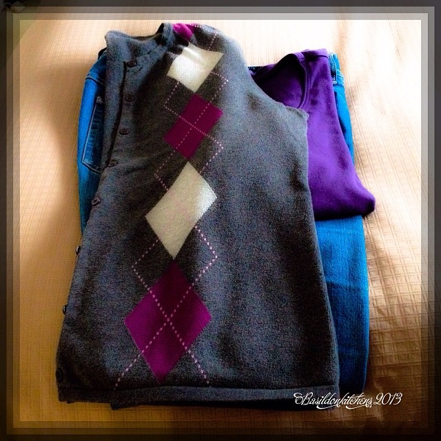 Nov 30 - outfit {weekend uniform; jeans, t-shirt, and now that it's cold-a sweater} #photoaday #outfit #tshirt #jeans #weekend