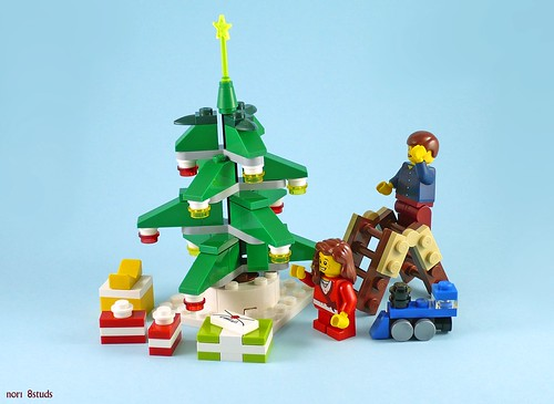 40058 Decorating the Tree 04