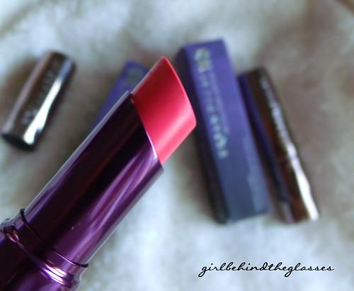 UD Revolution Lipstick Streak