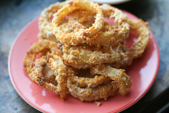 baked onion rings [ inthiskitchen.com ]
