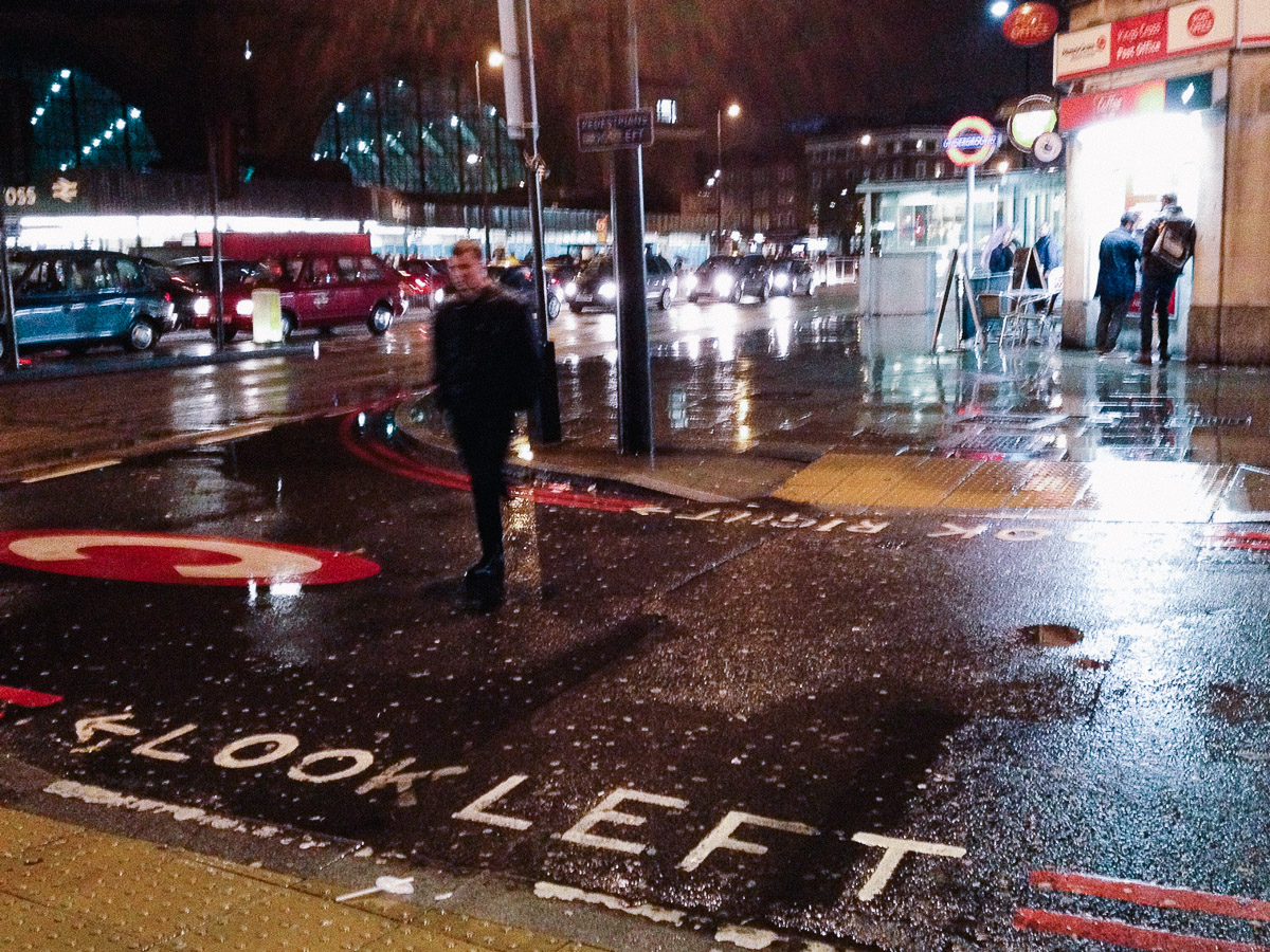 Charing Cross en la lluvia