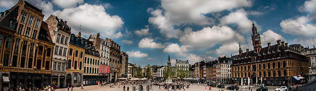 Lille Town Square with statue of The Goddess