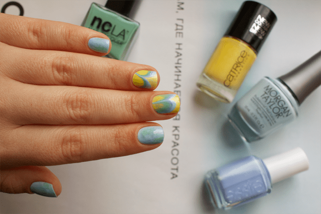 06-water-marble-nails-essie-bikini-so-teeny-morgan-taylor-water-baby