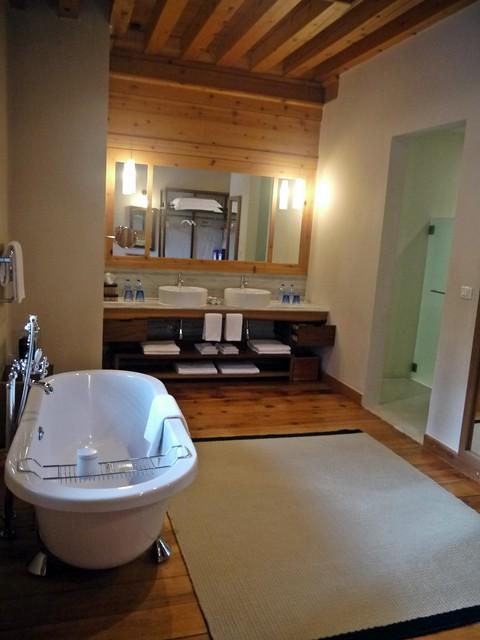 uma bathroom