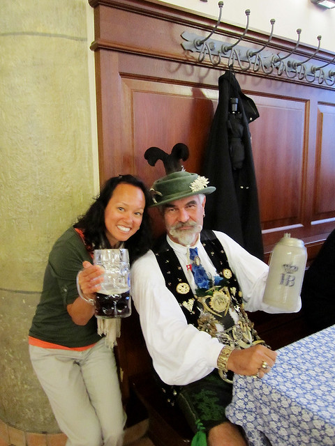 Heather with a drinking club member at the Hofbräuhaus in München.