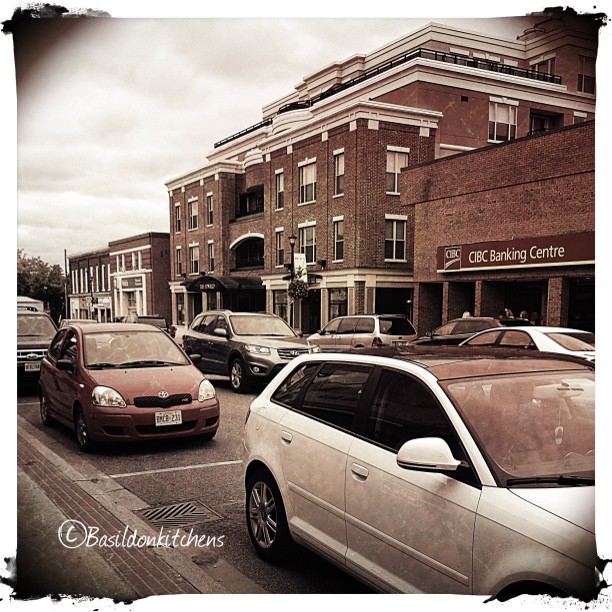 Sep 13 - movement {Friday night traffic is moving well in downtown Picton} #photoaday #picton #princeedwardcounty #mainstreet