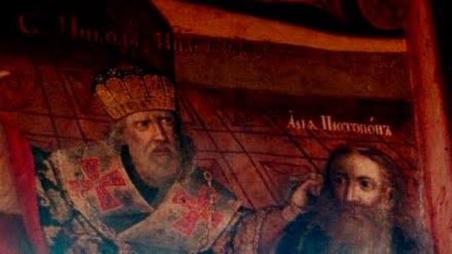 Santa Nicolás dándole un puñetazo a Arrio