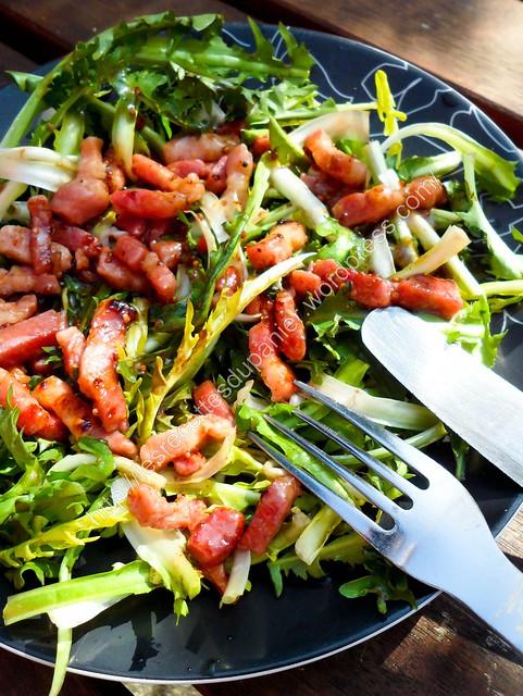 Salade de pissenlit avec sa vinaigrette au miel et à la moutarde / Dandelion Salad with its Honey and Mustard Dressing